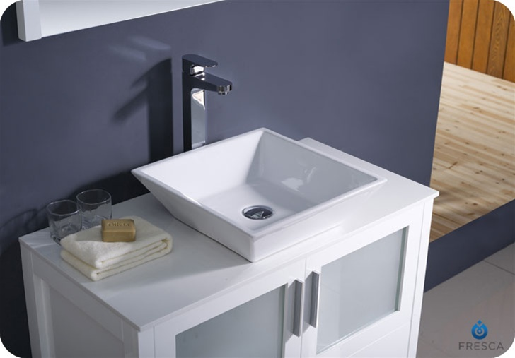 White bathroom sinks